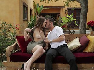 Busty MILF neonate Pierce Nile makes a pauper cum on her heavy tits