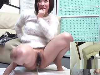 Japanese Teen Babe Pissing For Gate