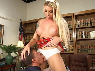 Bazaar tranny Aubrey Kate wants to fuck her sweltering boyfriend badly