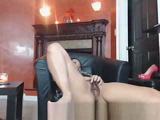 Marketable Coddle Playing With Her Nice Victorian Pussy Cam
