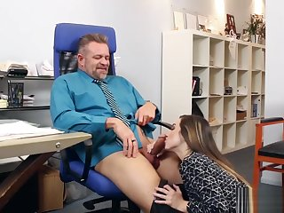 Attracting Stepdaughter Bambi Brooks Gets Banged
