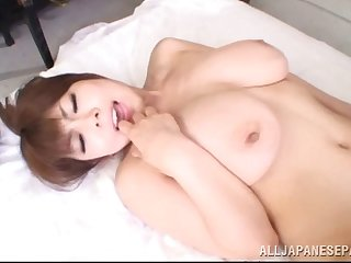Magnificent Japanese MILF gets her pussy fucked deep